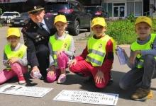 В Казани перед пешеходными переходами появились предупреждающие надписи «Возьми ребенка за руку»