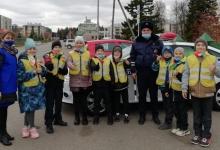 Автоинспекторы и ребята из ЮИД Татарстана напоминают о важности ношения световозвращающих элементов