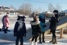 В Прибайкальском районе сотрудники ГИБДД проводят встречи со школьниками на зимних горках