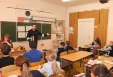 Автоинспекторы Йошкар-Олы рассказывают школьникам  о дорожных ловушках