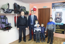 В районах Красноярского края продолжают открываться пункты бесплатного проката автокресел
