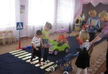 Обучающая игровая программа по ПДД проведена в Холмском детском саду