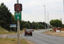 Умные дорожные знаки будут ловить водителей со смартфонами