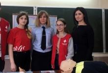 Брянские волонтеры-медики обучают школьников оказанию первой помощи пострадавшим в ДТП