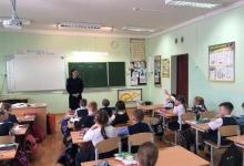 ГИБДД города Долинска провели беседы со школьниками