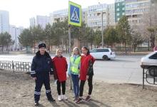 В Сосновоборске инспекторы ДПС и волонтеры учили пешеходов носить световозвращающие жилеты