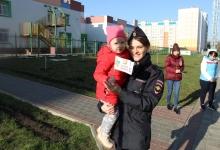 Сотрудники Госавтоинспекции УМВД проводят профилактическую акцию «Возьми ребенка за руку!»