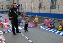 Воспитанники детского сада «Родничок» вышли с акцией «Возьми ребенка за руку!»