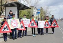 В Бурятии инсталляция школьников напомнила водителям о безопасности детей на дороге