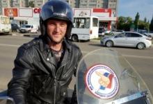 На Кубани волонтеры отметили вежливых водителей, пропускающих пешеходов, наклейками «лайк»