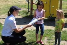 В Красноярском крае автоинспекторы проводят экспресс-инструктажи с юными велосипедистами