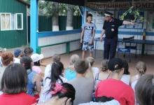 В Улан-Удэ дорожные полицейские с профилактическими беседами посетили отдыхающих в оздоровительных лагерях детей