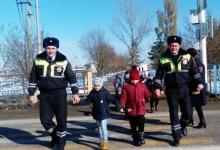 На Ставрополье автоинспекторы повторили с детьми правила дорожной безопасности