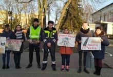 Госавтоинспекторы Нижегородской области и волонтёры с помощью светящихся ангелов напомнили гражданам о безопасности