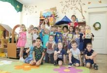 Воспитатели Верхнепышминского детского сада № 42 Верхней Пышмы провели для малышей занятие по дорожной безопасности