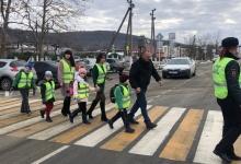 Родительская общественность Адыгеи проверяет использование световозвращающих жилетов школьниками