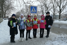 В Аркадаке прохожих призвали к соблюдению правил перехода проезжей части посредством громкоговорителя