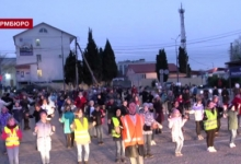 Ученики гимназии №7 провели флешмоб для акции «Засветись, Севастополь!»