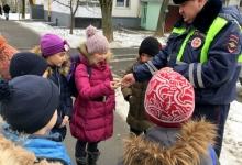 На юге столицы инспекторы ГИБДД обучают детей правилам безопасности