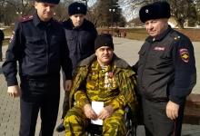 Сотрудники Госавтоинспекции Кабардино-Балкарии вместе с героем афганской войны почтили память воинов-интернационалистов