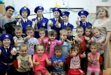 Юные липецкие инспекторы рассказали детям о дорожных знаках