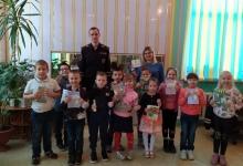 Полицейские из Кондрова подарили дошкольникам световозвращатели