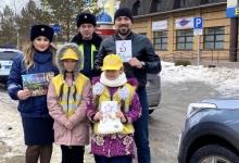 В Альметьевске сотрудники ГИБДД и юидовцы поздравили мужчин водителей с 23 февраля