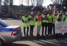 Школьники вместе с автоинспекторами призвали брянских водителей к трезвости с помощью хештега