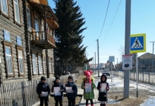 Автоинспекторы Алтая продолжают проводить профилактическую работу с юными пешеходами