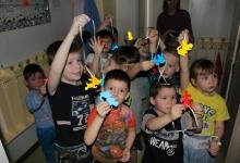 Сотрудники томской Госавтоинспекции провели мастер-класс по изготовлению световозвращающих элементов для дошкольников