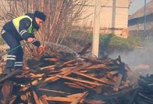 Белгородские автоинспекторы не позволили пожару подобраться к жилым домам