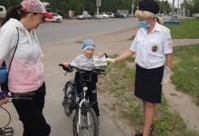 В летнее время очень многие дети и подростки активно используют велосипед как основное средство передвижения.