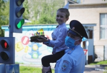 Кировские автоинспекторы организовали образовательные площадки безопасности в День рождения светофора