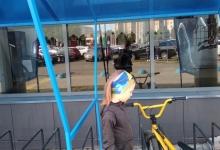 Удобные велопарковки с навесом от дождя