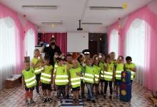 Сотрудники томской Госавтоинспекции провели для дошкольников игровую программу по дорожной безопасности