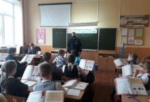 Госавтоинспекторы Смоленской области проводят для школьников «Пятиминутки безопасности»