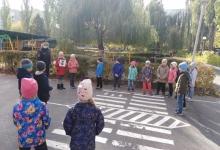 """Сотрудники курской Госавтоинспекции в игровой форме провели практическое занятие """"Пешеход""""."""