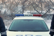 Автоинспекторы в Красноярском крае помогли семье с ребенком, у которой в пути сломался автомобиль