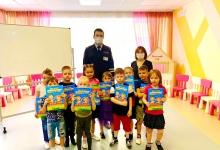 Сотрудники Госавтоинспекции провели профилактическое мероприятие по безопасности дорожного движения с дошкольниками