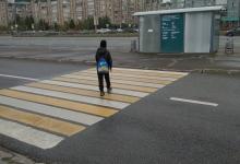 Перехожу нерегулируемый пешеходный переход правильно.