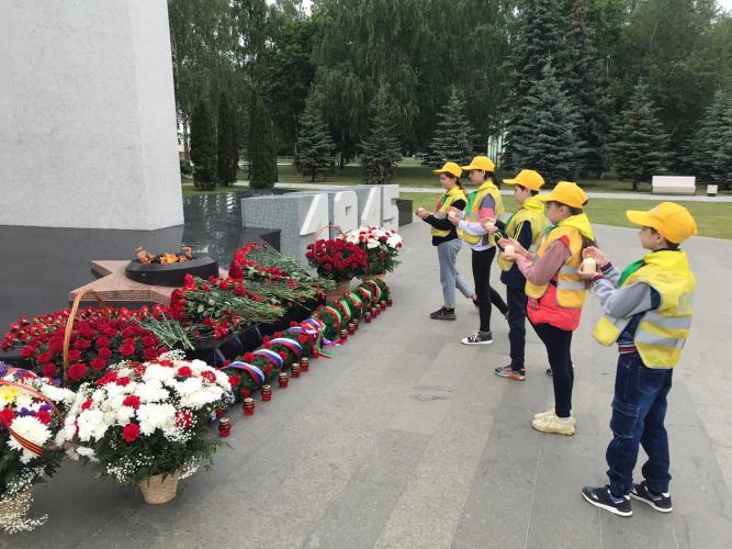 Юные помощники Госавтоинспекции Республики Татарстан в День памяти и скорби присоединились к акции «Свеча памяти»