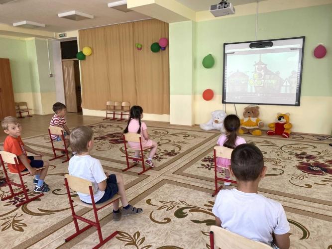 В рамках социальной кампании «Внимание на дорогу» в Татарстане в детских садах стартовал показ мультфильмов по ПДД