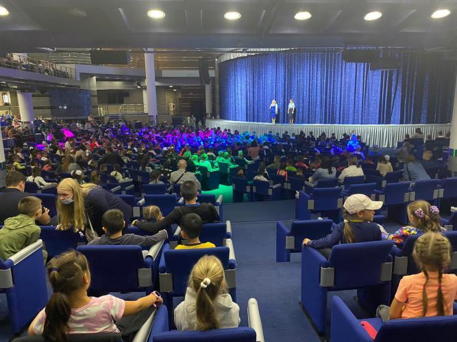 В Казани для 8,5 тысяч первоклассников прошёл театральный марафон по безопасности дорожного движения
