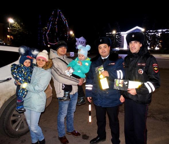 На Ставрополье гражданам дарят светоотражающие аксессуары
