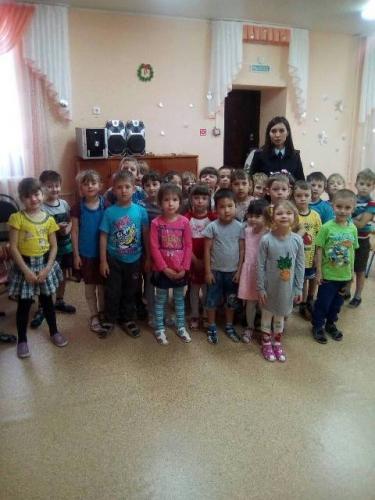 В рамках «Месячника детской безопасности» сотрудники Кваркенской Госавтоинспекции провели мероприятия в детском саду