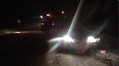 Сотрудники калужской Госавтоинспекции оказали помощь автомобилисту, попавшему в сложную дорожную ситуацию