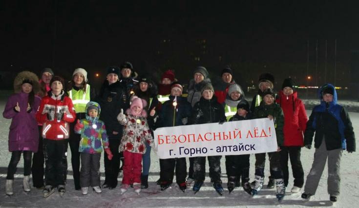 В Республике Алтай инспекторы ГИБДД и волонтеры провели профилактическую акцию «Безопасный лед»