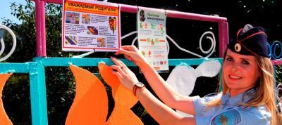 Забайкальские автоинспекторы оформляют уличные уголки безопасности движения