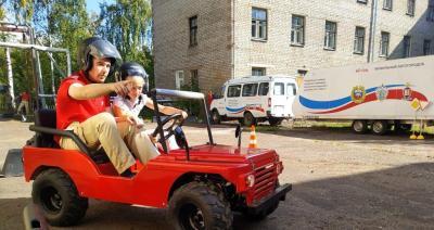 В Кирове на базе регионального центра патриотического воспитания начал работать мобильный комплекс по изучению ПДД