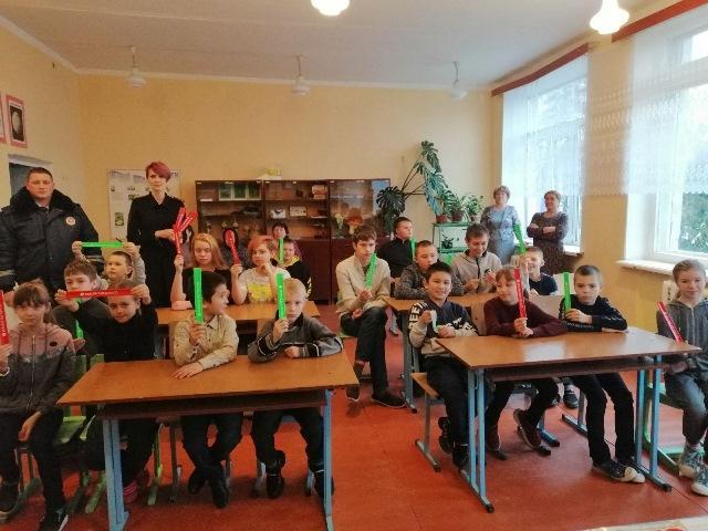 Сотрудники Госавтоинспекции Смоленской области проводят профилактические беседы с учащимися школ